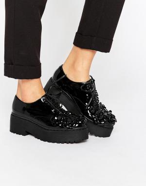 Jeffrey Campbell Лакированные туфли на платформе со шнуровкой и цветочной отделкой Jeff. Цвет: черный