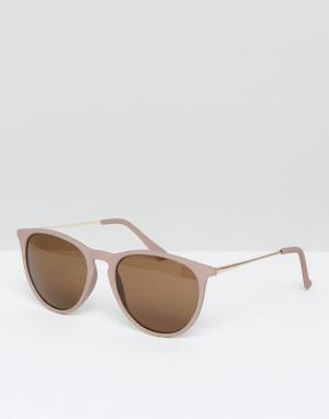 New Look Круглые солнцезащитные очки в оправе телесного цвета. Цвет: коричневый