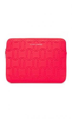 Неопреновый чехол с двумя буквами J для ноутбука диагональю экрана 13 дюймов Marc Jacobs. Цвет: оранжево-красный