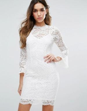 Jessica Wright Кружевное платье с высоким воротом и рукавами 3/4. Цвет: белый