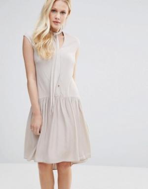 Closet London Платье с пуговицами и горловиной на завязке. Цвет: кремовый