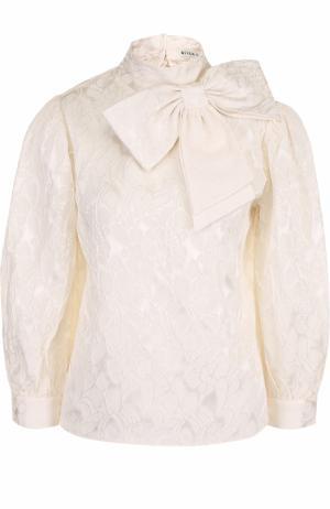 Шелковая блуза с фактурной отделкой и бантом Alice + Olivia. Цвет: белый