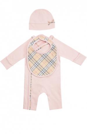 Пижама в комплекте с шапкой и нагрудником Burberry. Цвет: розовый