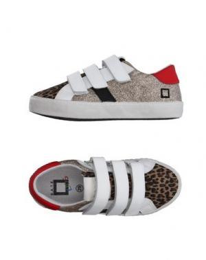 Низкие кеды и кроссовки D.A.T.E. KIDS. Цвет: песочный