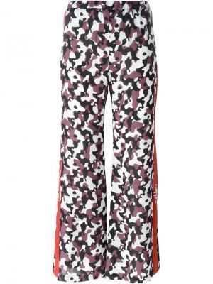 Расклешенные брюки с камуфляжным принтом Nafsika Skourti. Цвет: коричневый