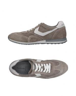 Низкие кеды и кроссовки NERO GIARDINI. Цвет: серый