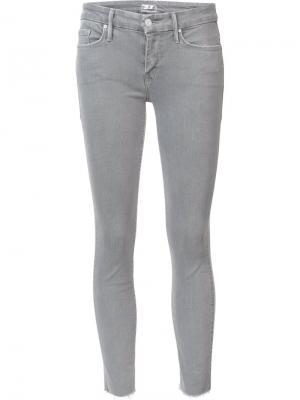 Укороченные узкие джинсы Mother. Цвет: серый