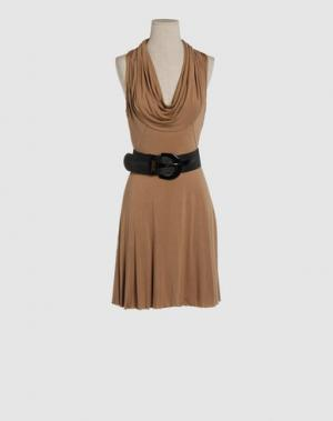 Короткое платье CELYN B.. Цвет: светло-коричневый