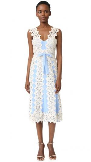 Платье Harper Catherine Deane. Цвет: кремовый/колокольчик