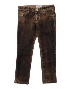 Джинсовые брюки VERSACE YOUNG. Цвет: коричневый
