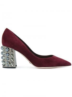 Туфли-лодочки с заостренным носком и кристаллами на каблуке Sebastian. Цвет: красный
