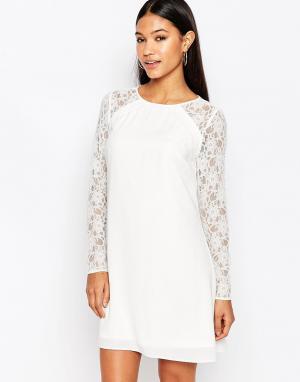 Lipsy Свободное платье‑трапеция с кружевными рукавами. Цвет: кремовый