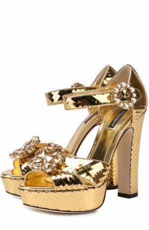 Босоножки из металлизированной кожи с кристаллами Dolce & Gabbana. Цвет: золотой
