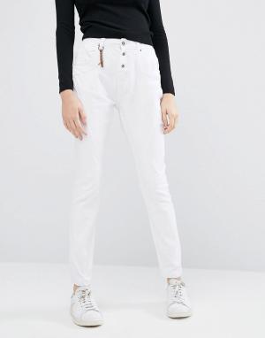 Vero Moda Черные зауженные джинсы антифит. Цвет: белый