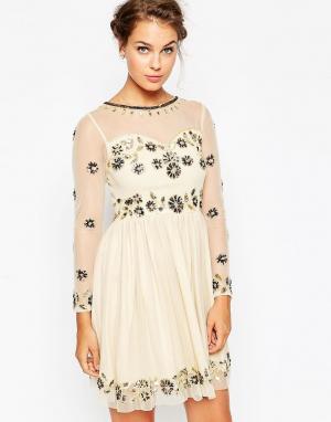Frock and Frill Приталенное платье миди с отделкой. Цвет: кремовый