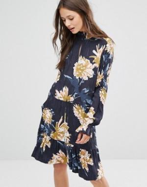 Gestuz Платье с цветочным принтом. Цвет: темно-синий