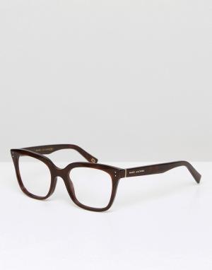 Marc Jacobs Квадратные очки в черной оправе с прозрачными стеклами. Цвет: черный