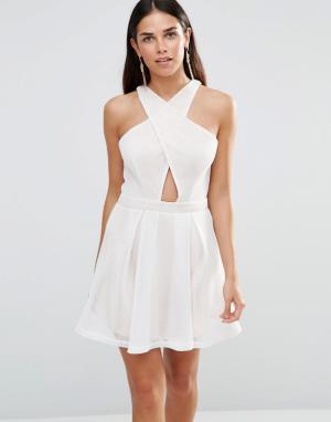 Girl In Mind Короткое приталенное платье с перекрестным передом Kristy. Цвет: белый
