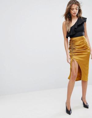 Lavish Alice Атласная юбка миди золотистого цвета со сборками. Цвет: золотой