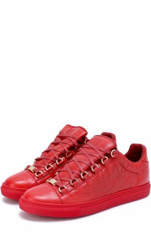 Кеды из фактурной кожи на шнуровке Balenciaga. Цвет: красный