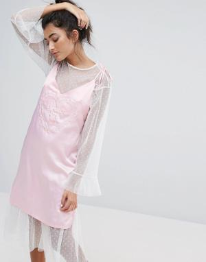 Lazy Oaf Атласное платье на бретельках Dream On. Цвет: розовый