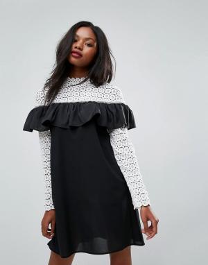 Club L Платье с высоким вырезом, длинными рукавами и отделкой кроше. Цвет: белый
