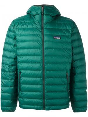 Куртка-пуховик с капюшоном Patagonia. Цвет: зелёный
