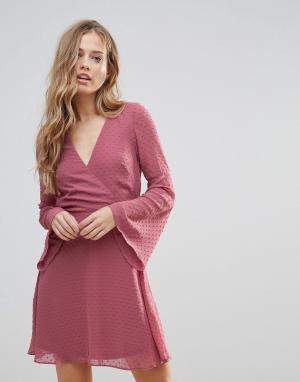 Oh My Love Фактурное платье бэби-долл с рукавами клеш. Цвет: розовый