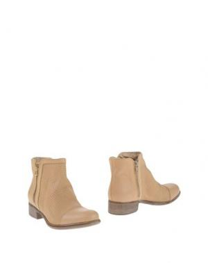 Полусапоги и высокие ботинки MANAS. Цвет: песочный