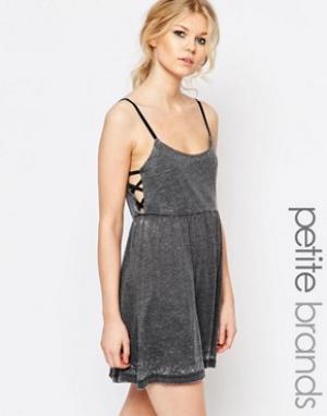 Chorus Petite Короткое приталенное платье с открытыми боками. Цвет: серый