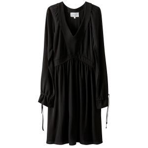 Платье однотонное средней длины, расширяющееся к низу SUD EXPRESS. Цвет: черный