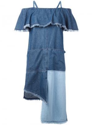 Платье лоскутного кроя с рюшами Sjyp. Цвет: синий