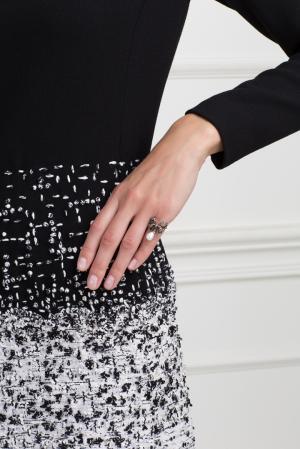 Серебряное кольцо с жемчугом и бесцветными топазами «Бантик» Axenoff Jewellery. Цвет: серебряный, перламутровый
