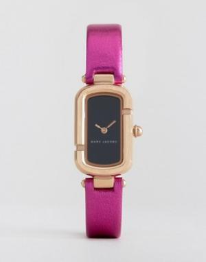 Marc Jacobs Часы с розовым кожаным ремешком металлик MJ1502. Цвет: розовый