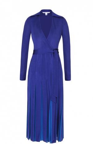 Платье-миди с запахом и юбкой в складку Diane Von Furstenberg. Цвет: синий