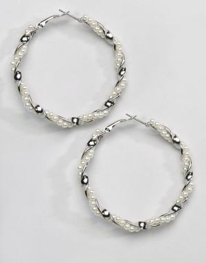 Reclaimed Vintage Серьги-кольца с искусственным жемчугом Inspired. Цвет: серебряный
