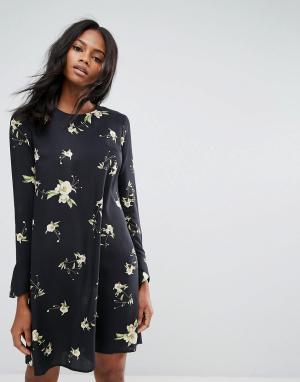Y.A.S Свободное платье с длинными рукавами и цветочным принтом. Цвет: черный