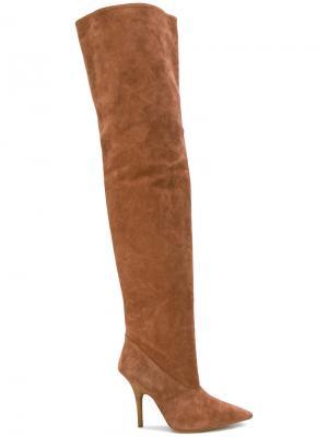 Ботфорты на шпильке Yeezy. Цвет: коричневый