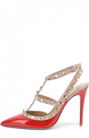 Лаковые туфли Rockstud на шпильке Valentino. Цвет: красный