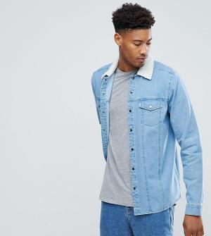 ASOS Джинсовая рубашка навыпуск с отделкой из искусственного меха TALL. Цвет: синий