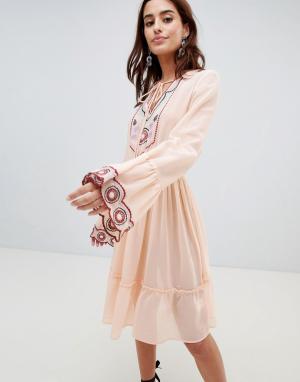 Anmol Пляжное платье мини с глубоким вырезом и вышивкой. Цвет: мульти
