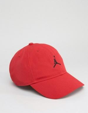 Jordan Красная кепка Nike H86 847143-687. Цвет: красный