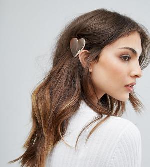 Orelia Металлическая заколка для волос с отделкой в форме сердца. Цвет: серебряный