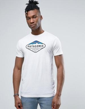 Patagonia Белая меланжевая футболка с логотипом Fitz Roy. Цвет: белый