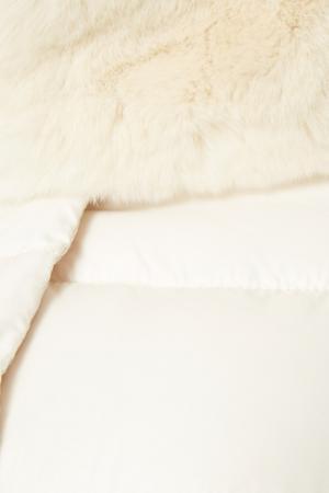 Бежевый пуховик с мехом MilaMarsel. Цвет: белый