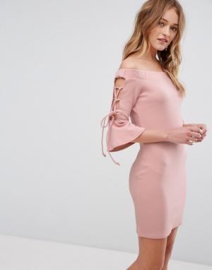 Parisian Облегающее платье с открытыми плечами. Цвет: розовый