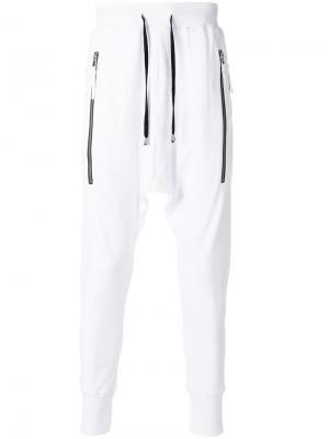 Спортивные брюки с заниженной проймой Unconditional. Цвет: белый
