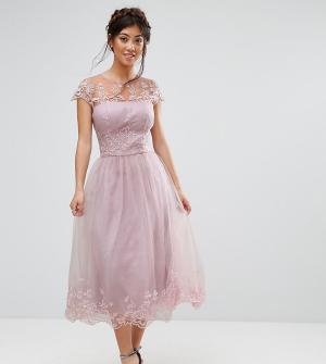 Chi London Petite Платье миди для выпускного из премиум-кружева. Цвет: коричневый