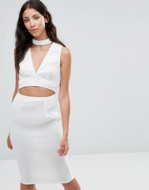 Girl In Mind Платье с вырезом и горловиной в стиле чокер Liana. Цвет: белый