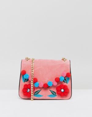 Skinnydip Розовая сумка через плечо с цветочным помпоном. Цвет: розовый